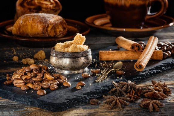Кофе с корицей на сырных досках работы фотографа Анатолия Тимофеева