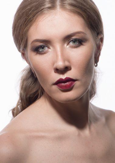 Женский портрет в светлых тонах работы фотографа Анатолия Тимофеева