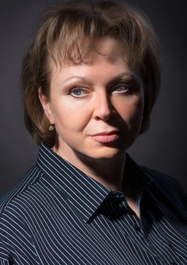 Портрет красивой женщины в мужской рубашке работы фотографа Анатолия Тимофеева