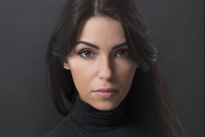 Женский портрет в темных тонах работы фотографа Анатолия Тимофеева