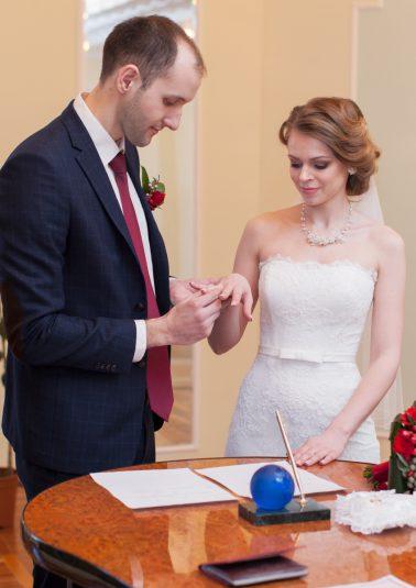 Портрет жениха и невесты в зале бракосочетаний работы фотографа Анатолия Тимофеева