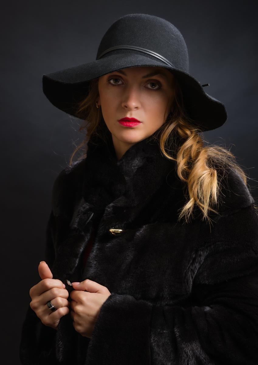 Портрет молодой женщины в норковой шубе работы фотографа Анатолия Тимофеева